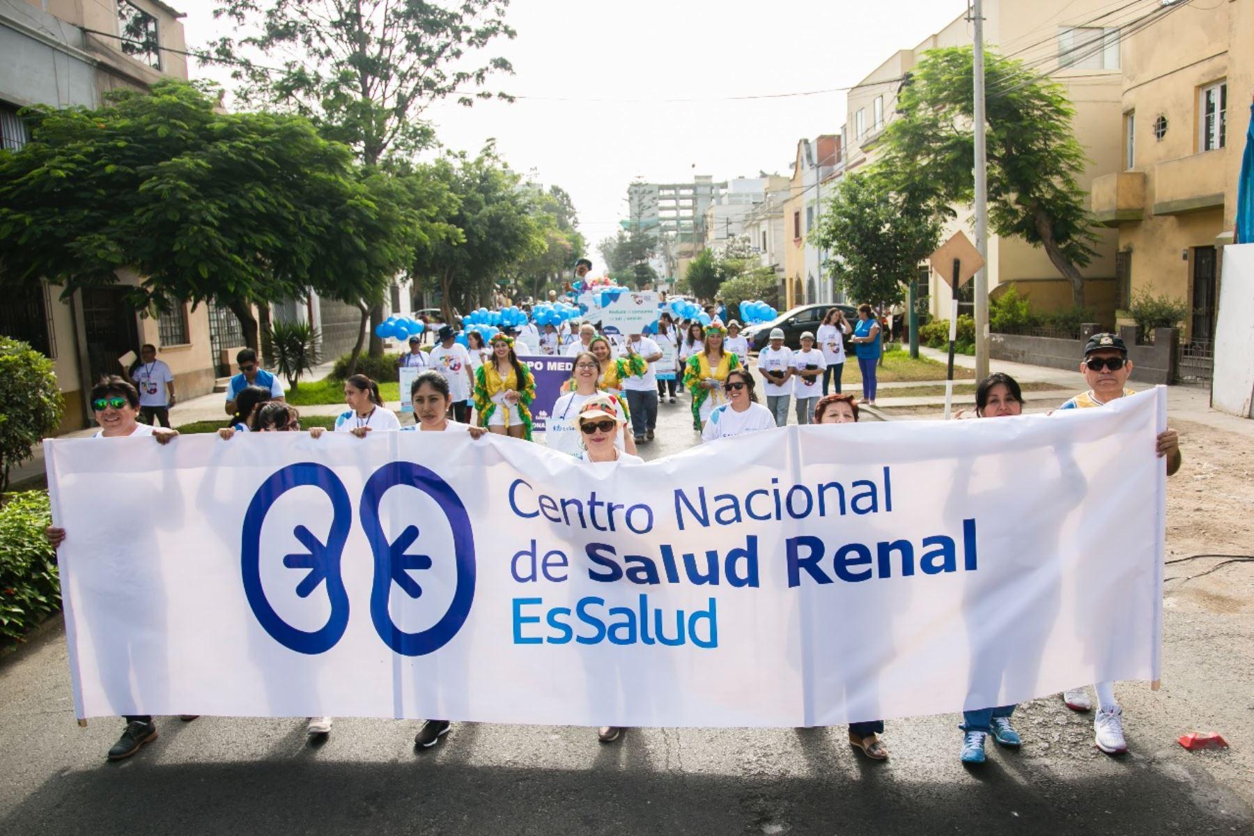 En el marco del Día Mundial del Riñón, el Centro Nacional de Salud Renal de EsSalud realizó una caravana de la salud. Foto: EsSalud
