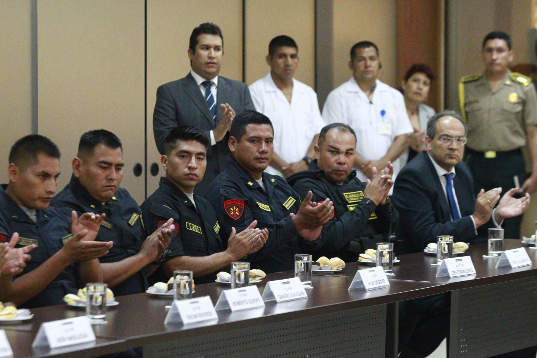 Ministro del Interior, Carlos Moran reconoce labor y premia a valerosos policías.  Foto: ANDINA/Eddy Ramos