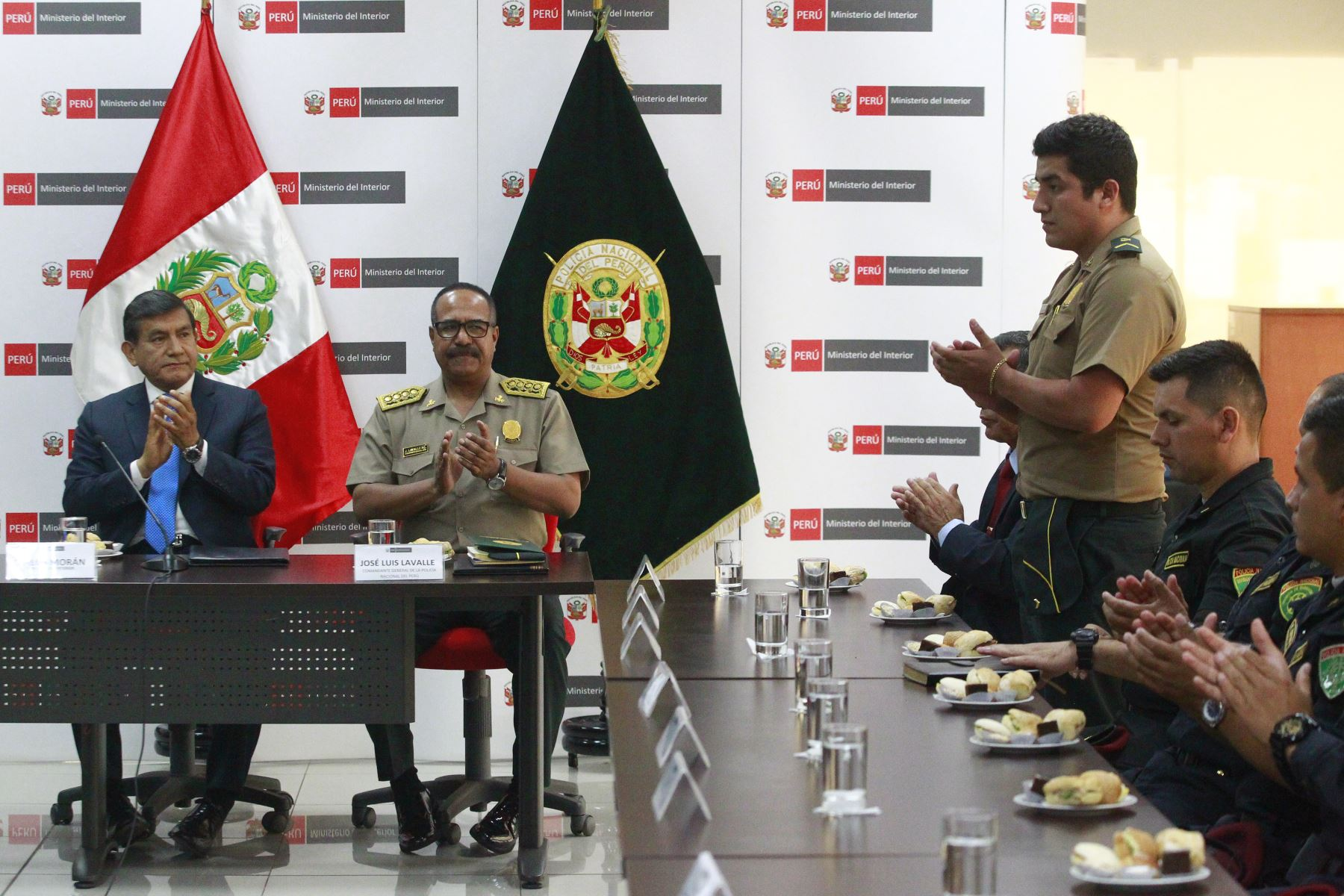 Ministro del Interior, Carlos Moran reconoce labor de valeroso policía Elvis Miranda Rojas. Foto: ANDINA/Eddy Ramos