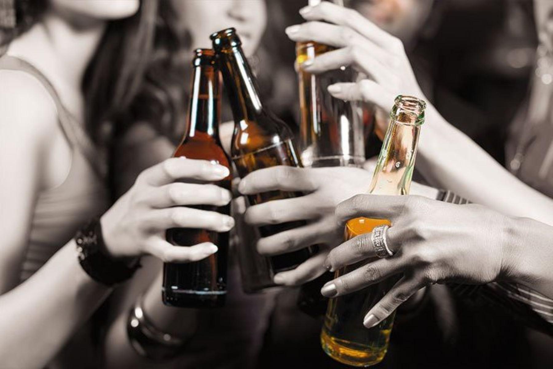 ¡Alerta! El alcohol disminuye la inteligencia en los adolescentes. Foto: ANDINA/Difusión.