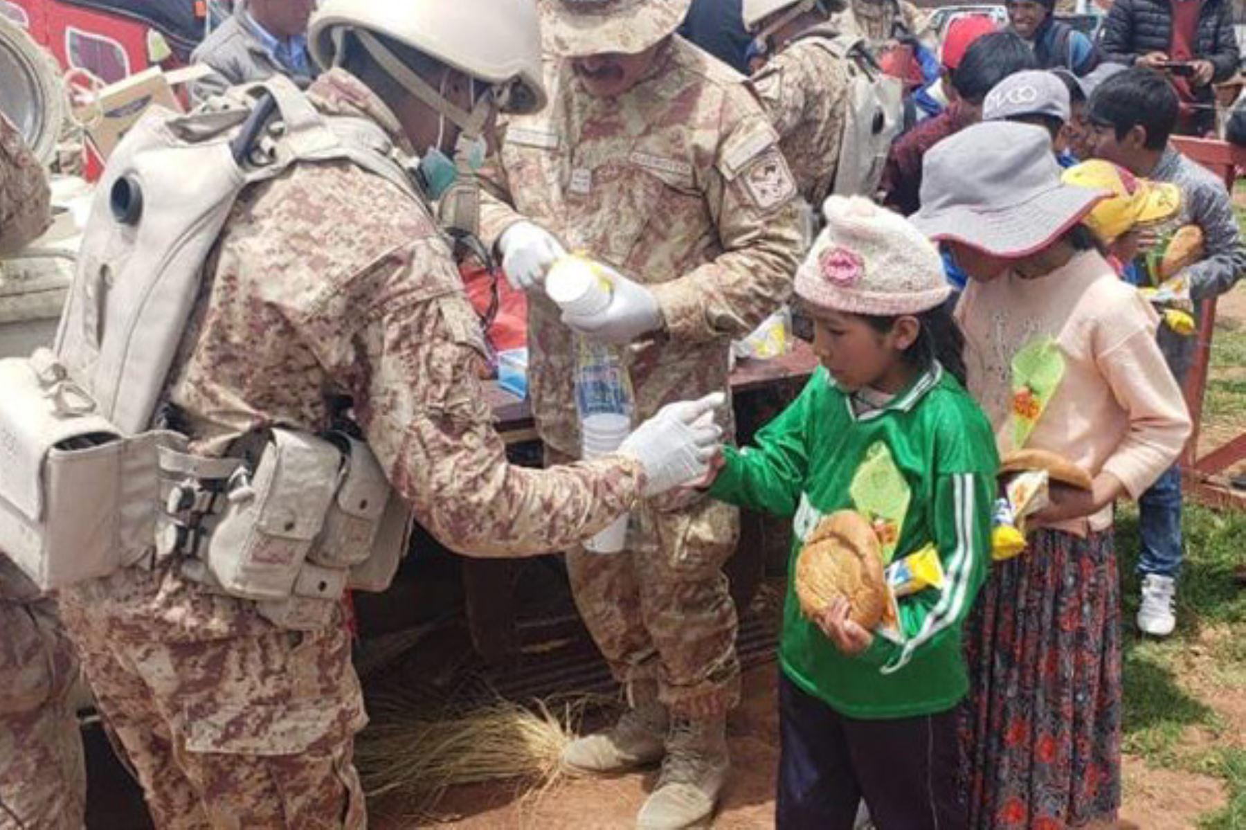 Ejército lleva ayuda humanitaria y ejecuta acción cívica en Alto Mirave