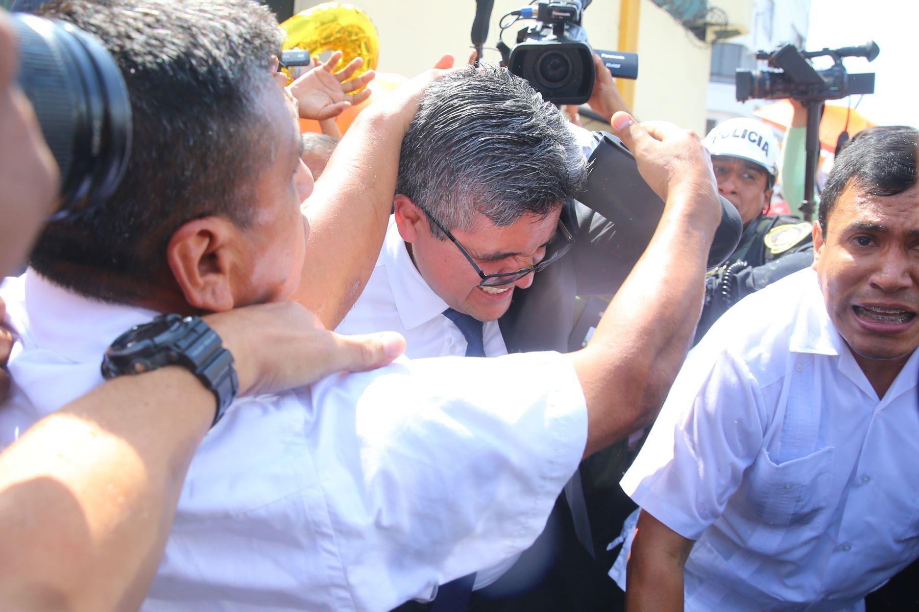 Fujimoristas agreden a fiscal José Domingo Pérez. Foto: ANDINA/ Vidal Tarqui