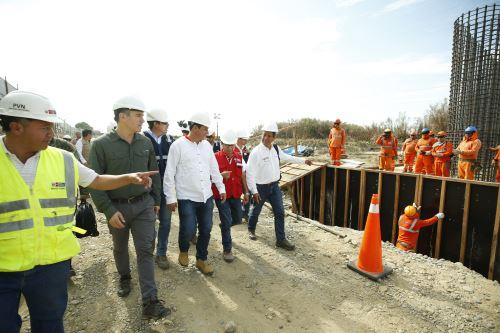 Presidente del Consejo de Ministros inspecciona ejecución de obras en Piura