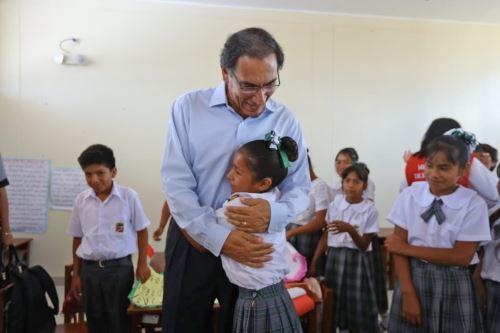 Presidente Vizcarra inspecciona el desarrollo de las actividades escolares en Lambayeque