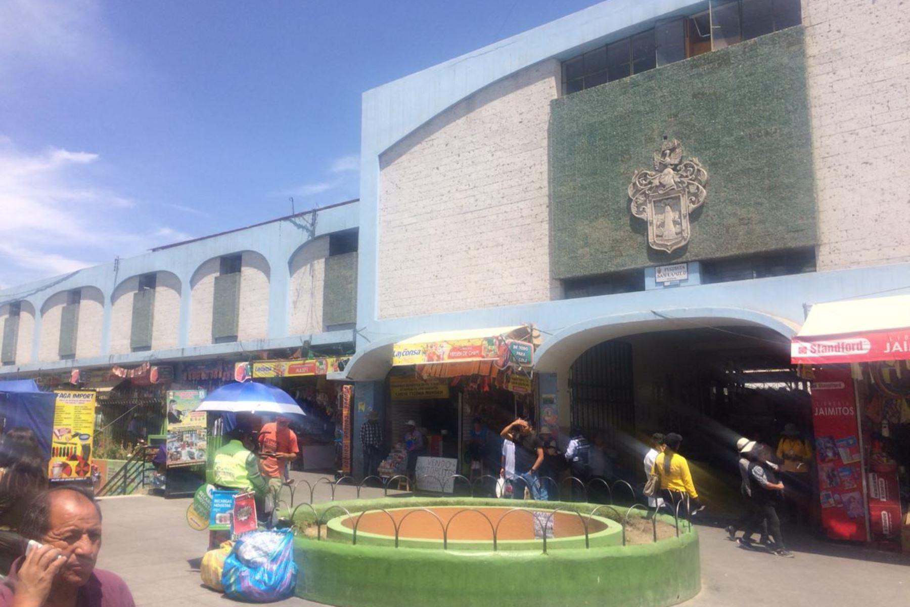 Mercado San Camilo de Arequipa se suma a campaña para reducir el uso de plástico y tecnopor. ANDINA