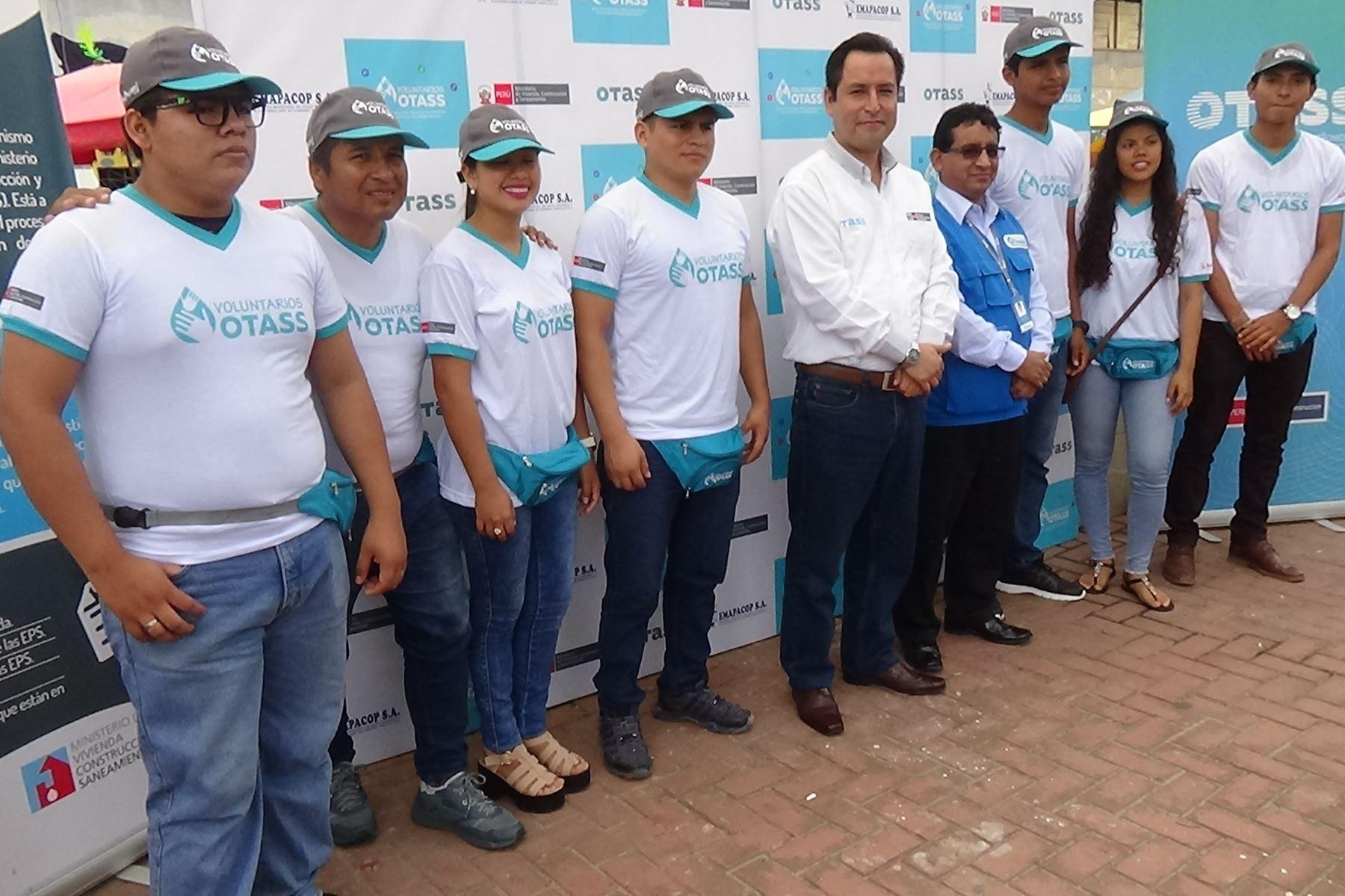 Jóvenes voluntarios promueven buen uso de los servicios de agua potable y alcantarillado en Pucallpa. ANDINA/Difusión