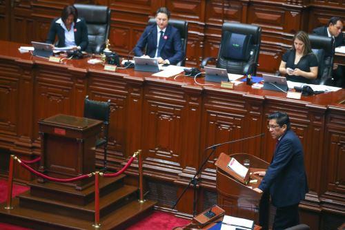 El ministro de Justicia, Vicente Zeballos, se presenta en el pleno del Congreso para responder al pliego interpelatorio