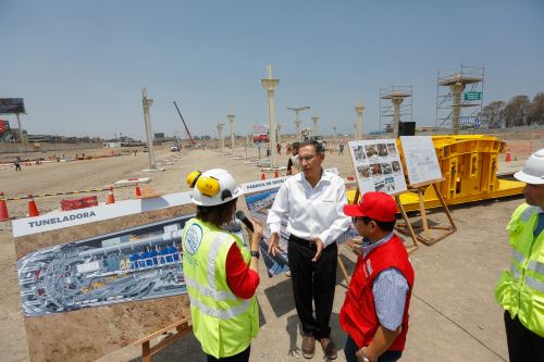 Presidente Vizcarra inspecciona el montaje de la planta de dovelas para la Construcción de la Línea 2 del Metro de Lima.