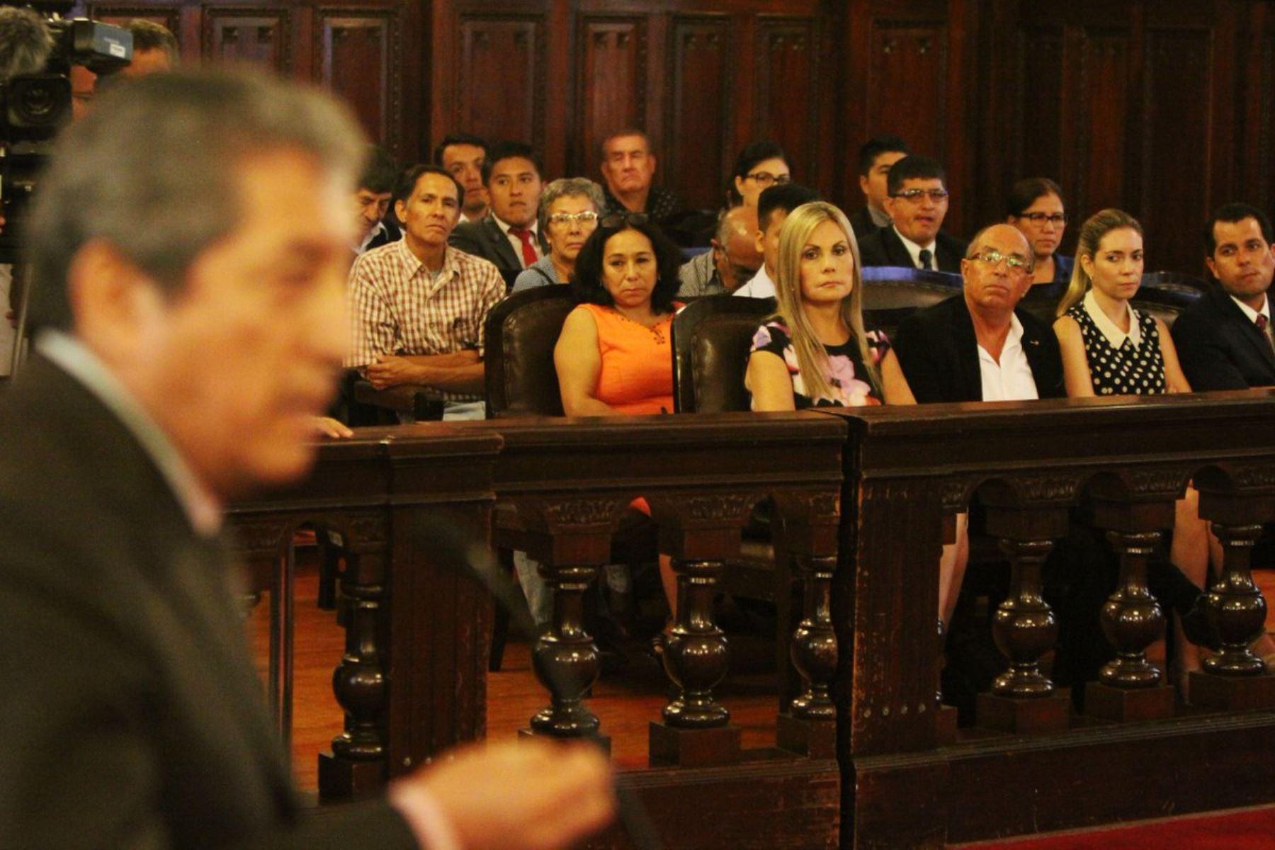 Congresista Edwin Donayre (APP) asiste a audiencia donde se vio su pedido de nulidad a la sentencia que lo condenó a cinco años por el robo de combustible.