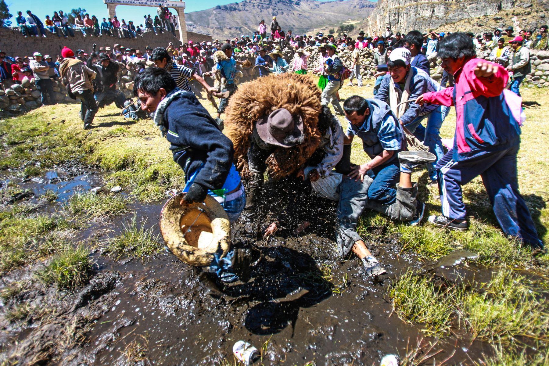 La festividad se celebra a fines de agosto en Andamarca, ubicado a 3,500 metros sobre el nivel del mar. Las comunidades participantes se congregan en la laguna de Yarpu Cocha. Foto: ANDINA/Carlos Lezama