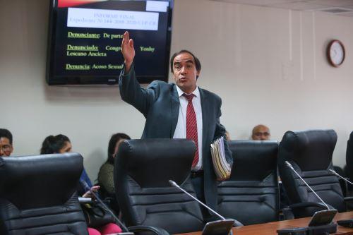 Comisión de Ética debate informe que recomienda suspender a Lescano por 120 días