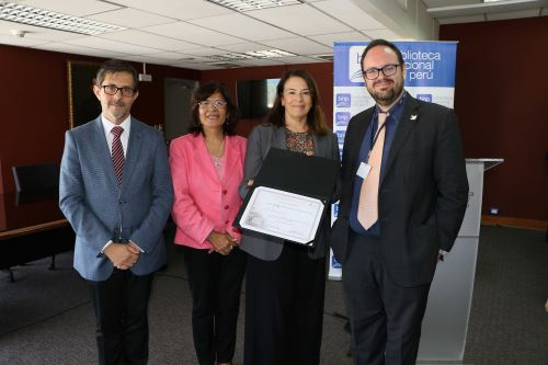 Biblioteca Nacional recibe certificado de la Unesco Foto: BNP