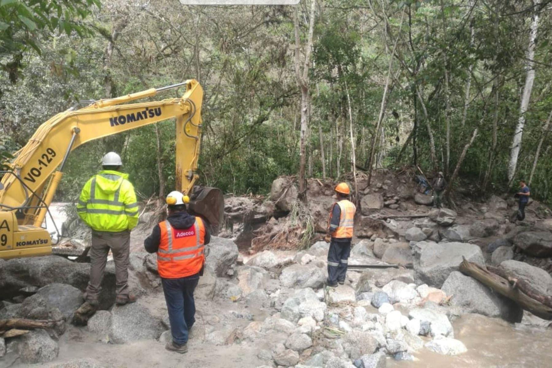 Debido a las condiciones climatológica, en tres días se restablecería el tramo de la vía férrea Machu Picchu Pueblo-Hidroeléctrica, kilómetro 115, alterna de ingreso al parque arqueológico de Machu Picchu, en la región Cusco, que colapsó por la crecida del riachuelo Mandor a causa de las intensas lluvias. ANDINA/Difusión