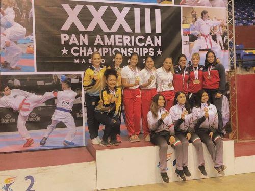 Equipo femenino de karate Cortesía