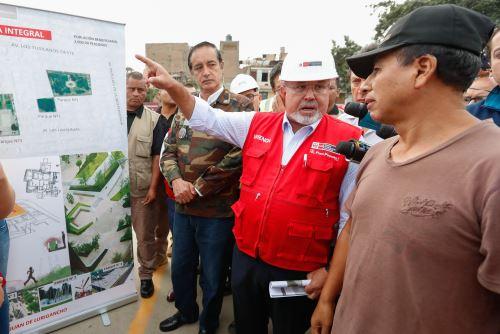 Ministro de Vivienda, Carlos Bruce, anuncia obras para San Juan de Lurigancho. Foto: Andina/Difusión