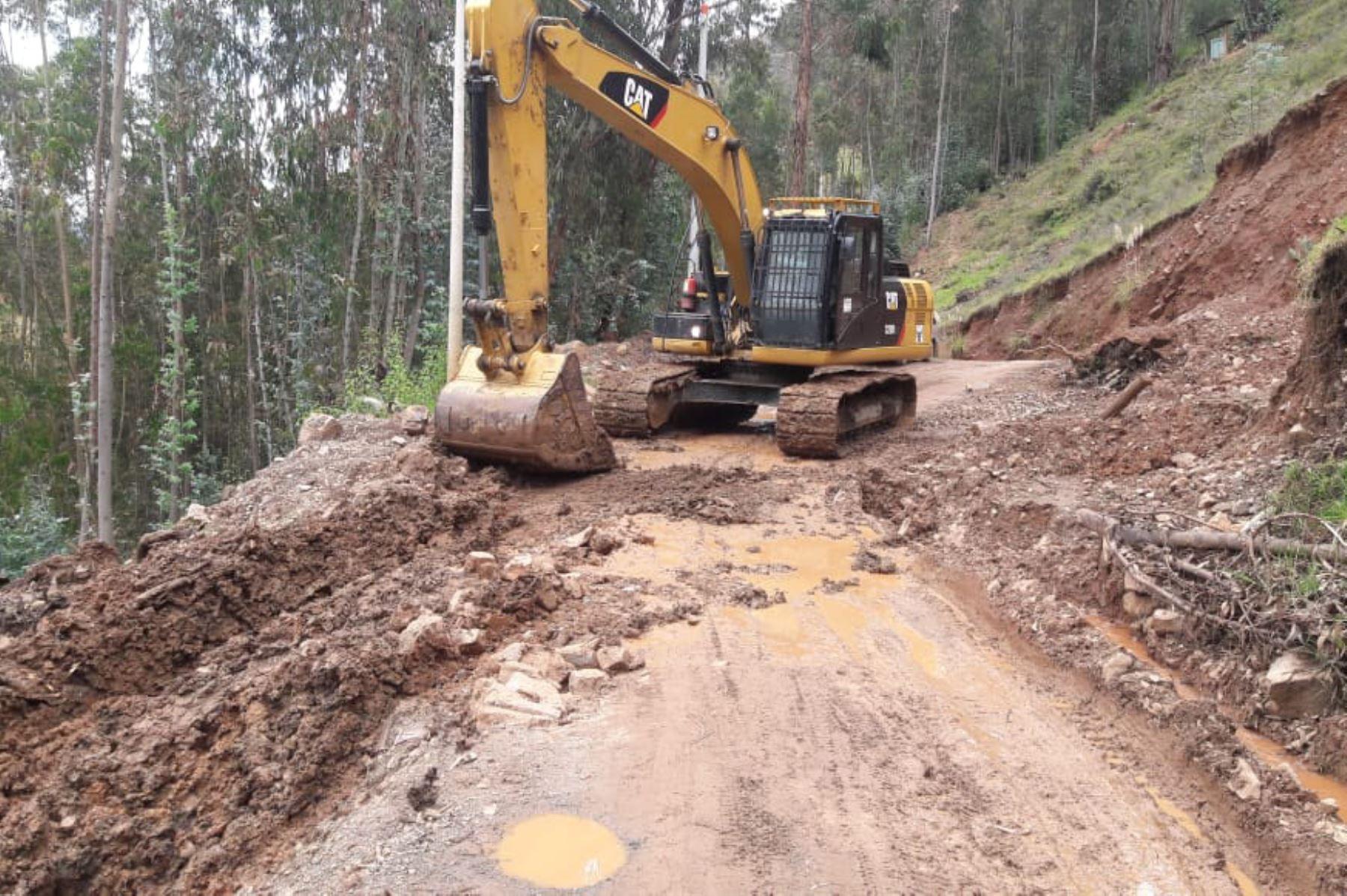 Carreteras en las provincias de Sihuas, Pomabamba, Mariscal Luzuriaga y Carlos Fermín Fitzcarrald, región Áncash. han sido afectadas por deslizamientos y huaicos.