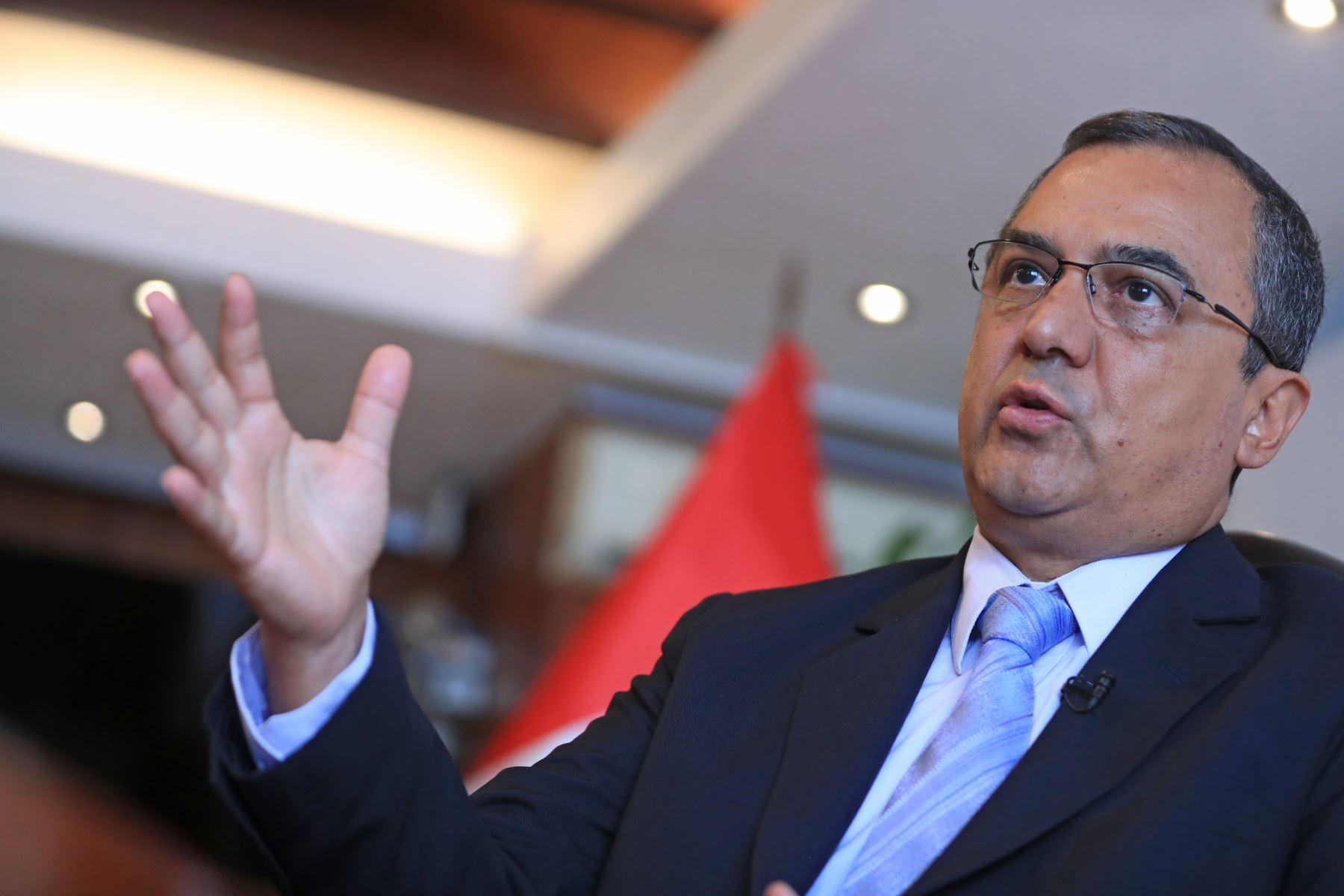 Ministro de Economía y Finanzas, Carlos Oliva.
