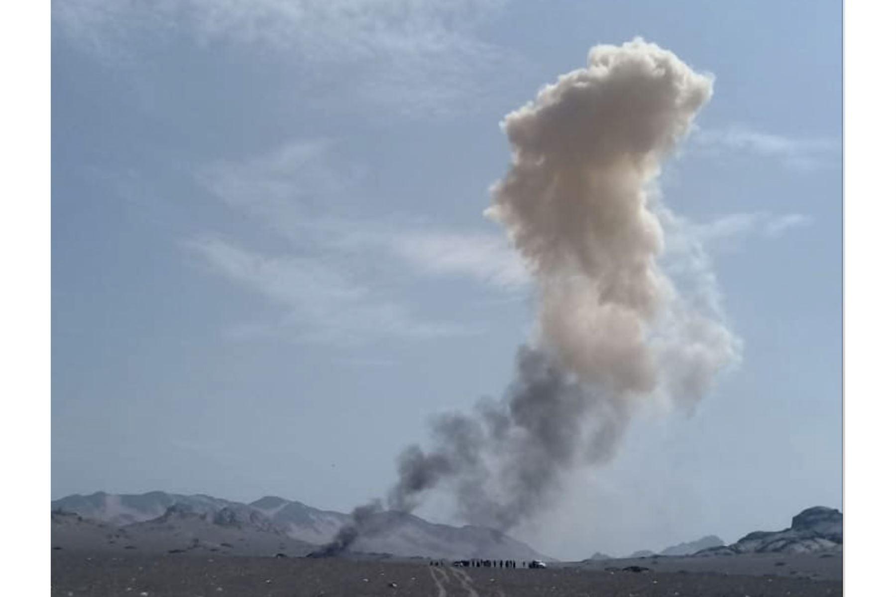 Imagen del momento en que el avión MIG 29 de la FAP impacta con la tierra en Lambayeque. Facebook