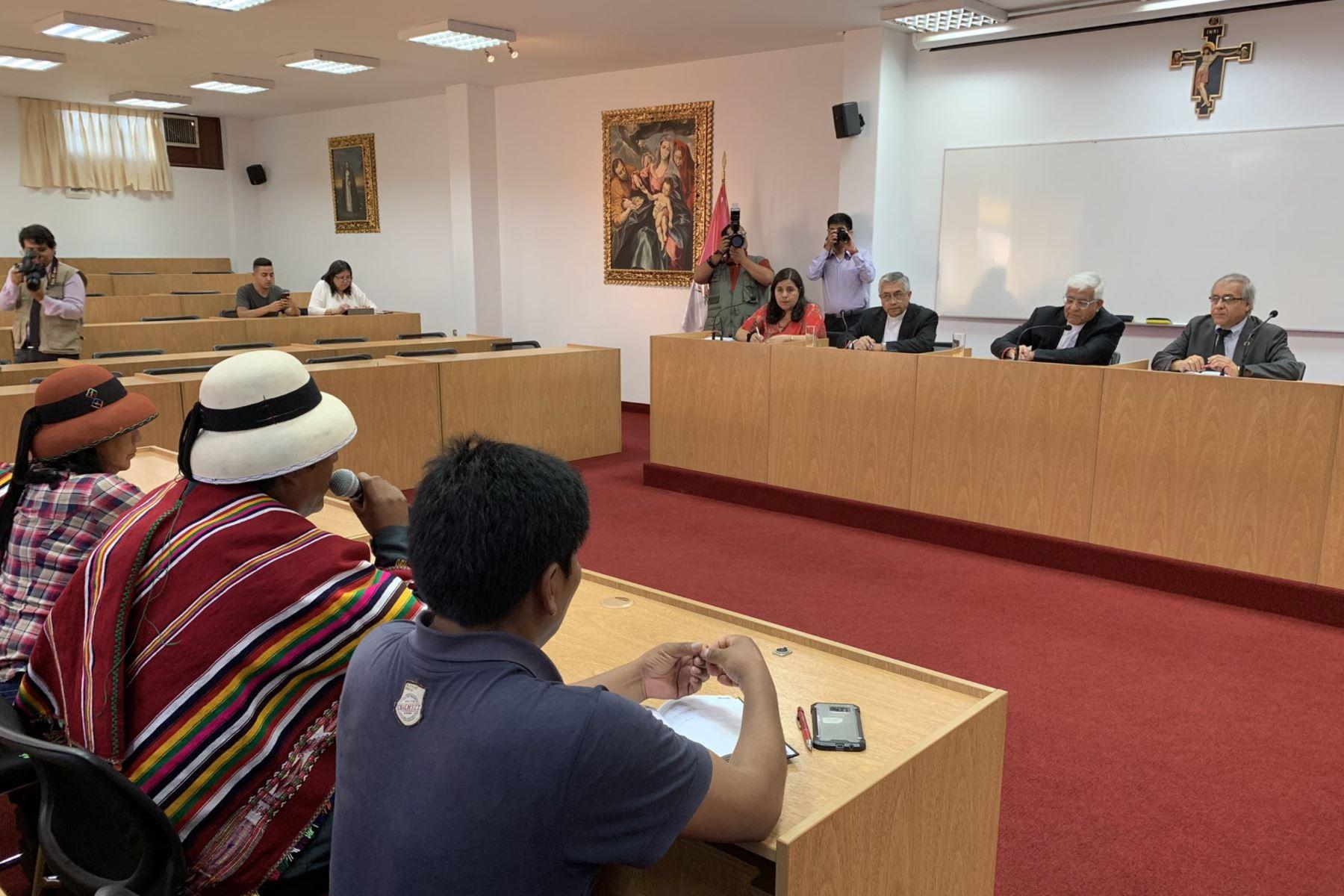 Miembros de la Conferencia Episcopal Peruana se reúnen con dirigentes de la comunidad de Fuerabamba. Foto: ANDINA/Difusión