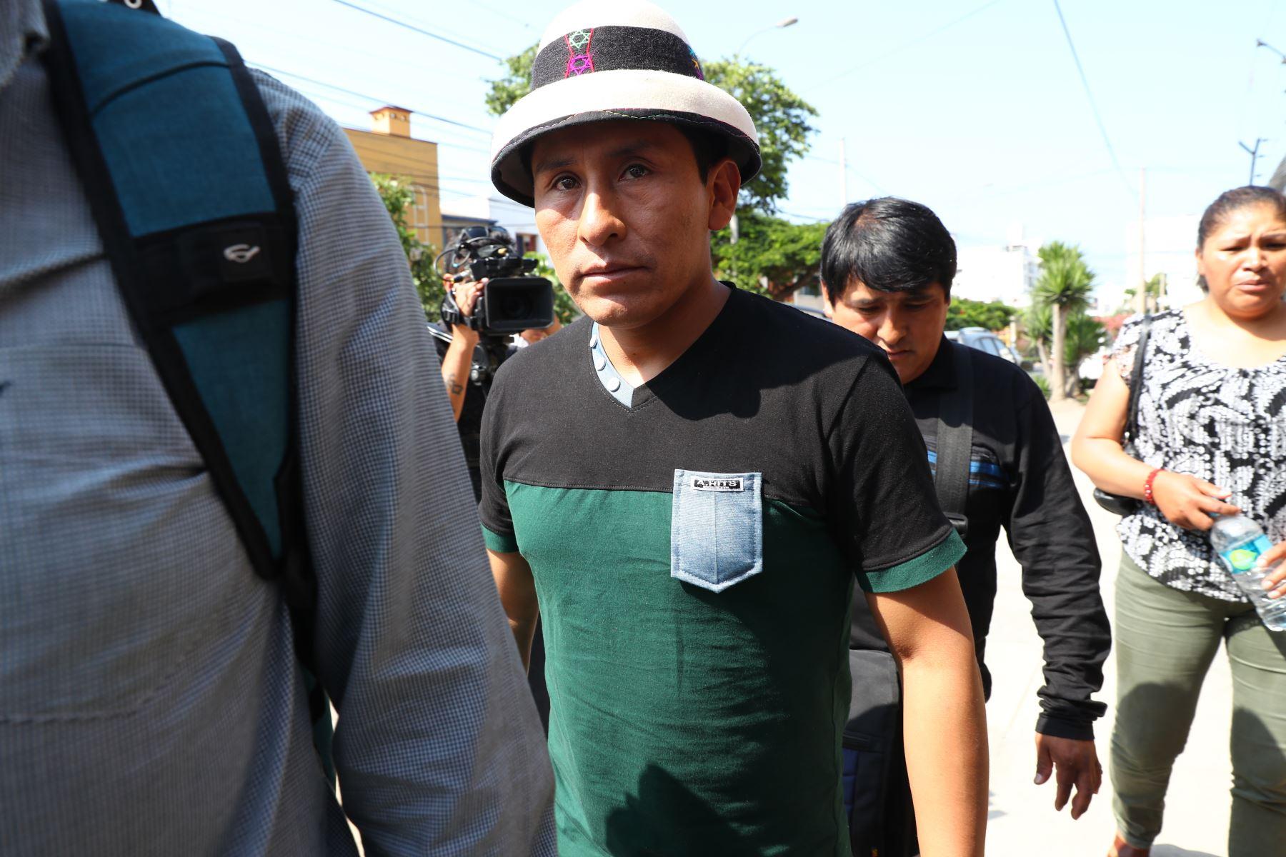 Dirigente Gregorio Rojas, Presidente de la Comunidad de Fuerabamba a su llegada a sede de la Conferencia Episcopal Peruana.Foto: ANDINA/Norman Córdova