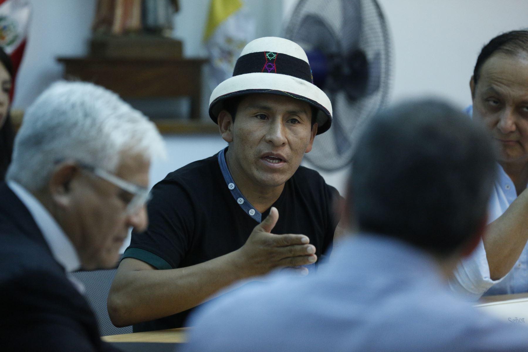 Reunión del primer ministro Salvador del Solar con comuneros de Fuerabamba en Conferencia Episcopal. Foto: ANDINA/PCM
