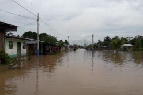 El desborde del río Huallaga por las fuertes lluvias dejó en los distritos de El Porvenir y Papaplaya, provincia y departamento de San Martín, 230 personas afectadas y 65 viviendas inundadas, al igual que 2 colegios y un local público. También colapsó el desagüe.