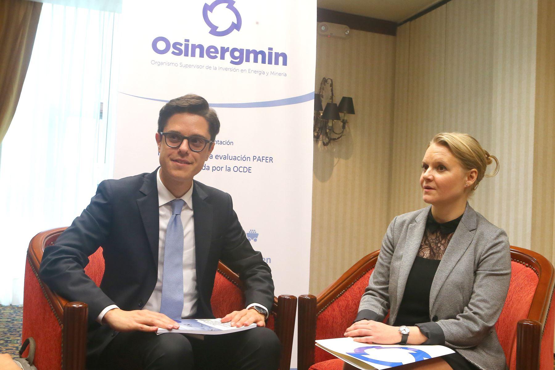 Funcionarios de la OCDE,Lorenzo Casullo y Anna Pietikainen.Foto:  ANDINA/Héctor Vinces.