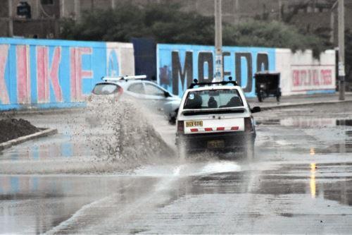 Lluvia de regular intensidad causa aniegos en calles de Chiclayo. Foto: Luis Rodríguez