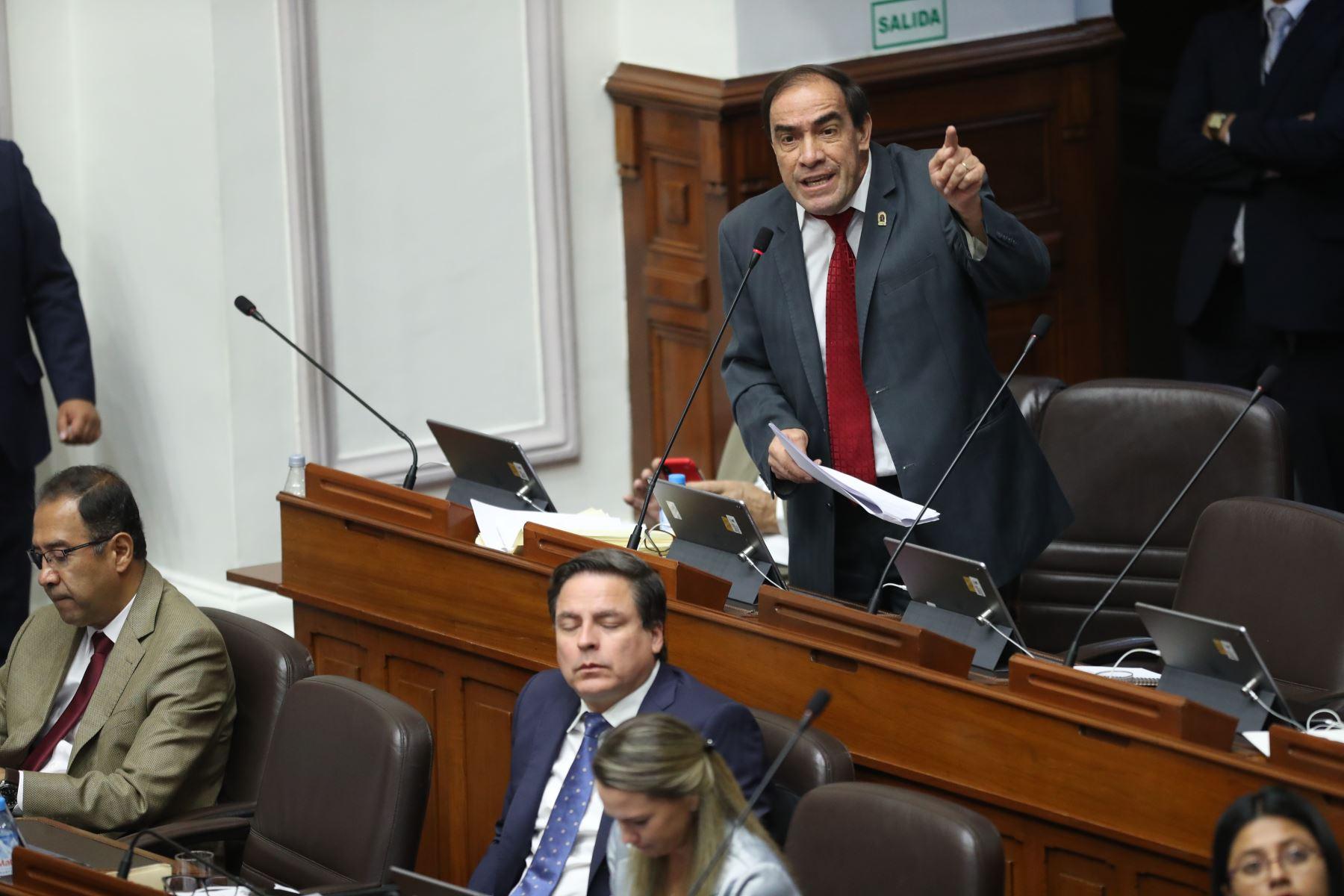 Pleno de Congreso debate el informe de la Comisión de Ética que declara fundada la denuncia por acoso sexual contra el legislador Yonhy Lescano (Acción Popular). Foto: ANDINA/ Juan Carlos Guzman