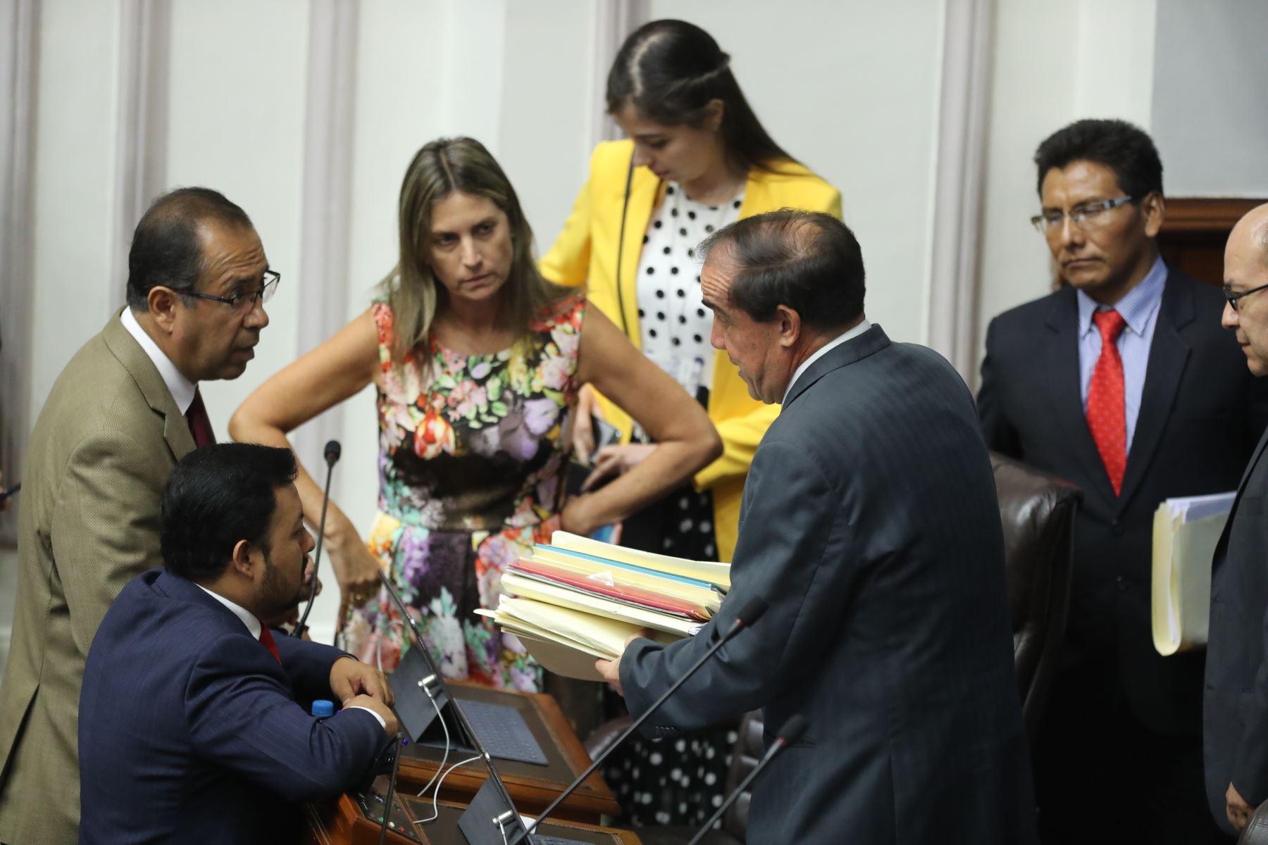 Pleno de Congreso debate el informe de la Comisión de Ética que declara fundada la denuncia por acoso sexual contra el legislador Yonhy Lescano (Acción Popular). Foto: ANDINA/ Juan Carlos Guzman Negrini.