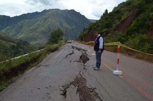 Tramo de la plataforma asfáltica de la vía Cusco-Valle Sagrado de los Incas, en el sector Hahuacollay (kilómetro 26), fue restituido.