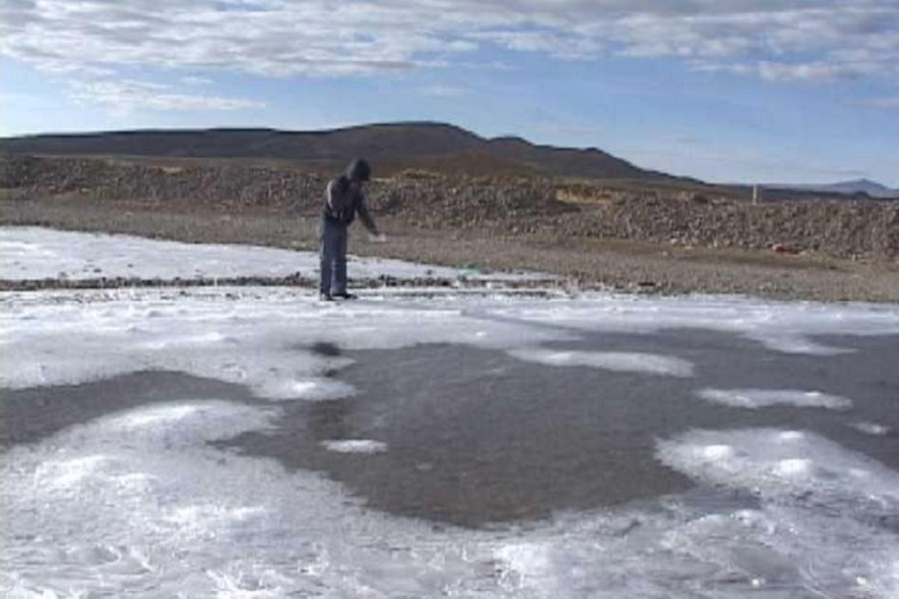 El distrito Tarata, en la provincia del mismo nombre, región Tacna, registró por tercer día consecutivo la temperatura más baja del país con -15.5 grados Celsius en la estación Chuapalca, informó el Servicio Nacional de Meteorología e Hidrología (Senamhi).ANDINA/Difusión