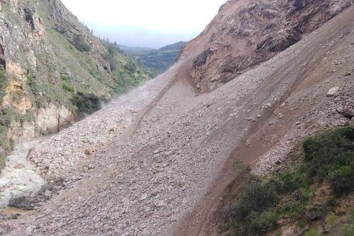 El deslizamiento del cerro Huallpa Wasy ha bloqueado el camino vecinal que conecta a las provincias de Sihuas y Pomabamba, en la sierra de Áncash.