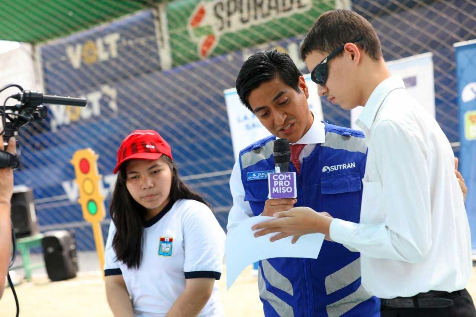 Alumnos con discapacidad visual aprendieron sobre uso de transporte formal. Foto: ANDINA/Difusión.
