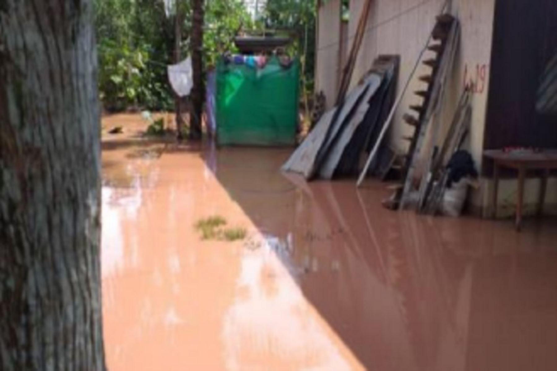 Las familias afectadas por la emergencia que ocurrió en la víspera, pernoctan en viviendas de vecinos y parientes.ANDINA/Difusión