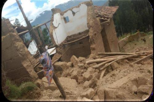Debido a las lluvias intensas se derrumbó esta vivienda del centro poblado Huaripampa, en el distrito de Canchabamba, región Huánuco.