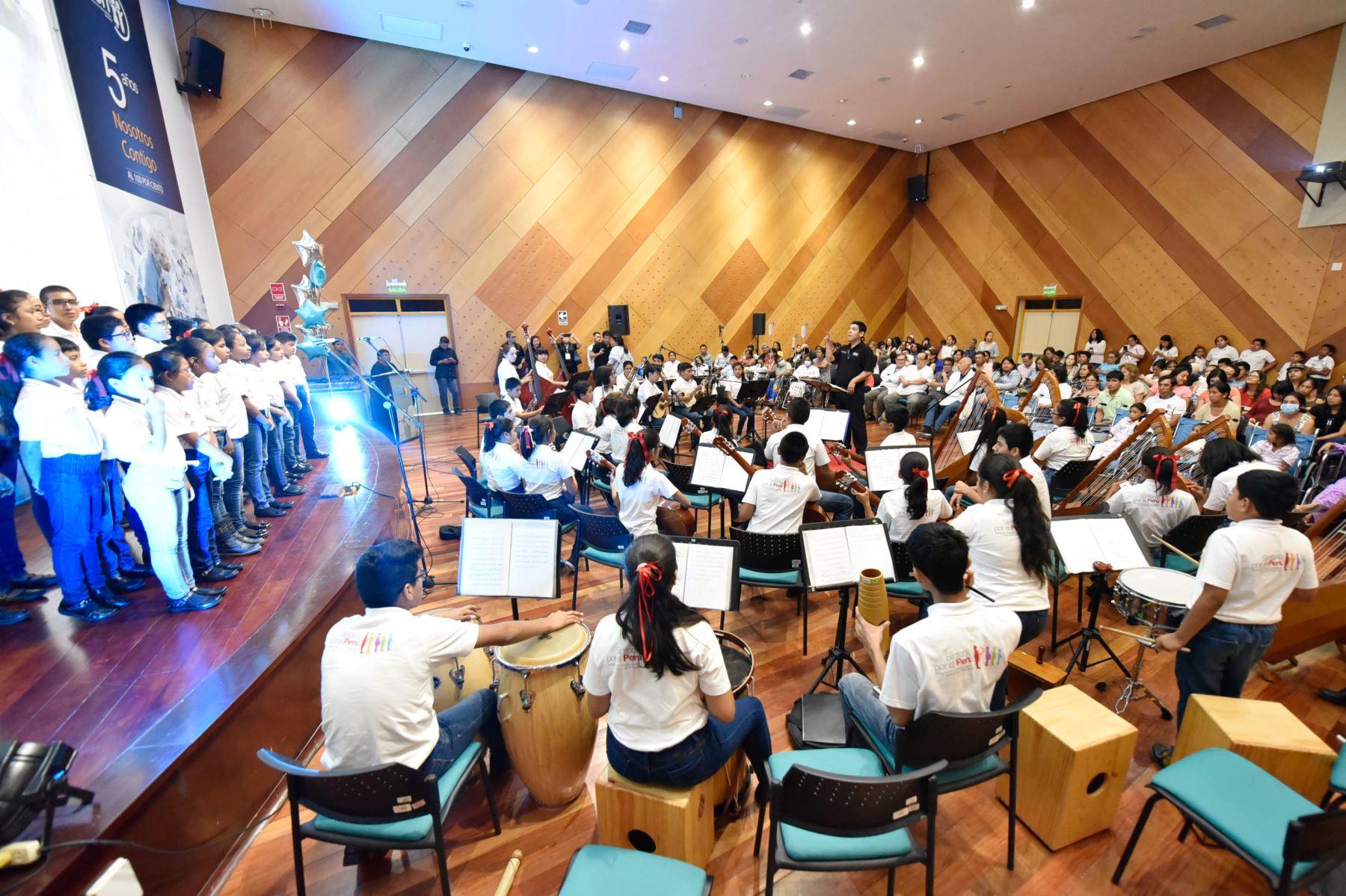 Terapia musical para el alma,  brindó Sinfonía por el Perú a niños del INSN-San Borja