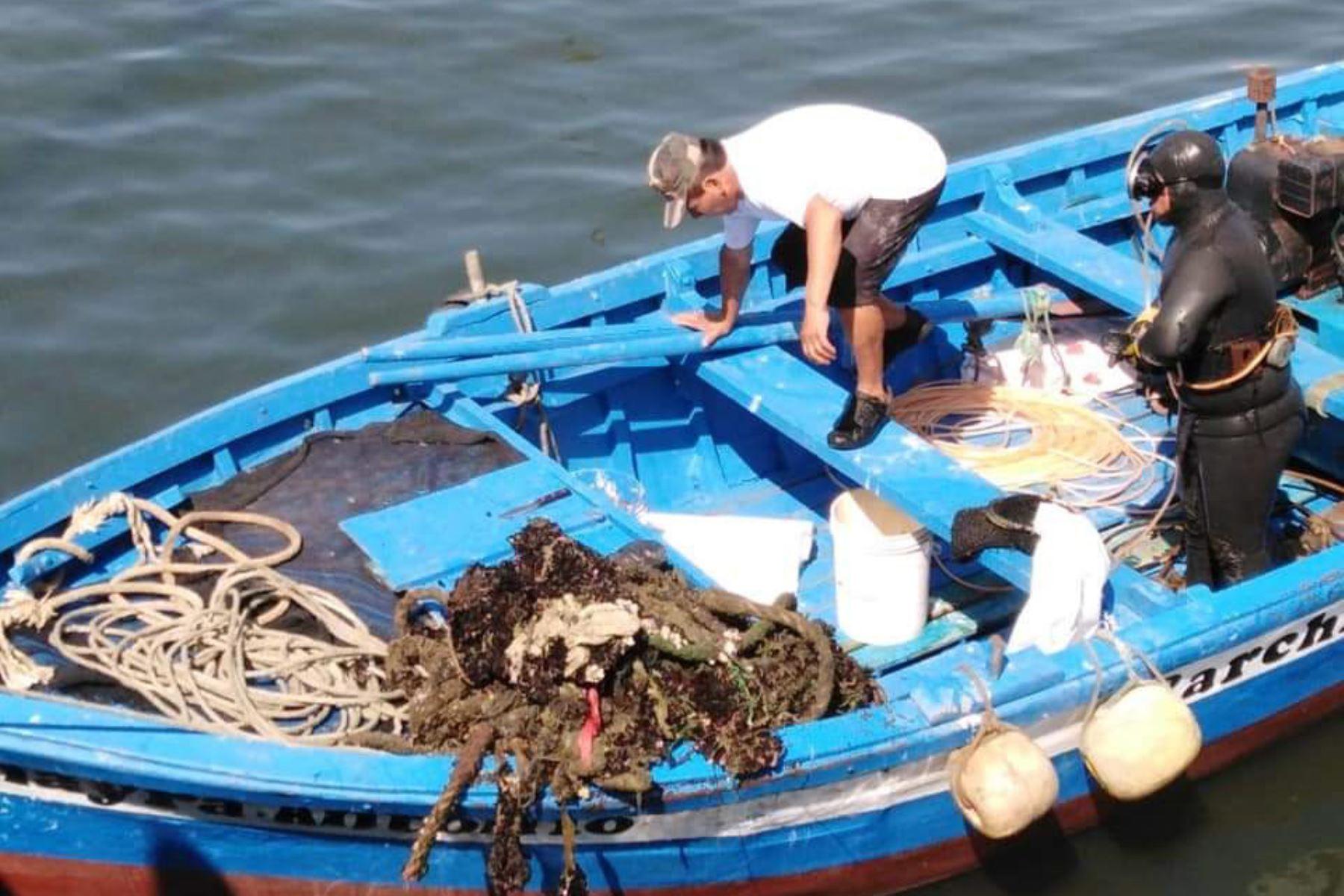 Retiran más de 2 toneladas de desperdicios del fondo marino en la bahía de Chimbote, en Áncash. ANDINA/Difusión