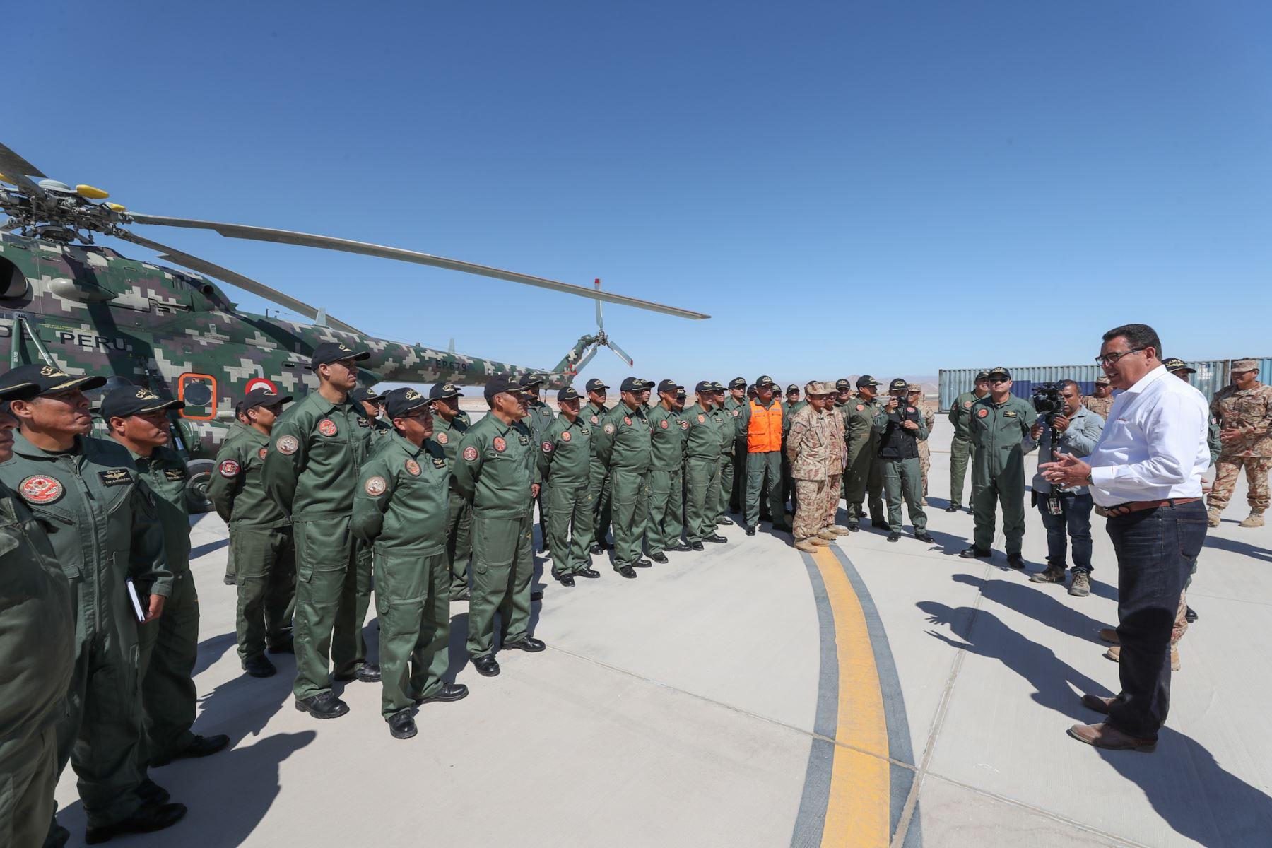 Ministro de Defensa, José Huerta visItó bases del Pedregal y Cemae en Arequipa. Foto: ANDINA/MINDEF
