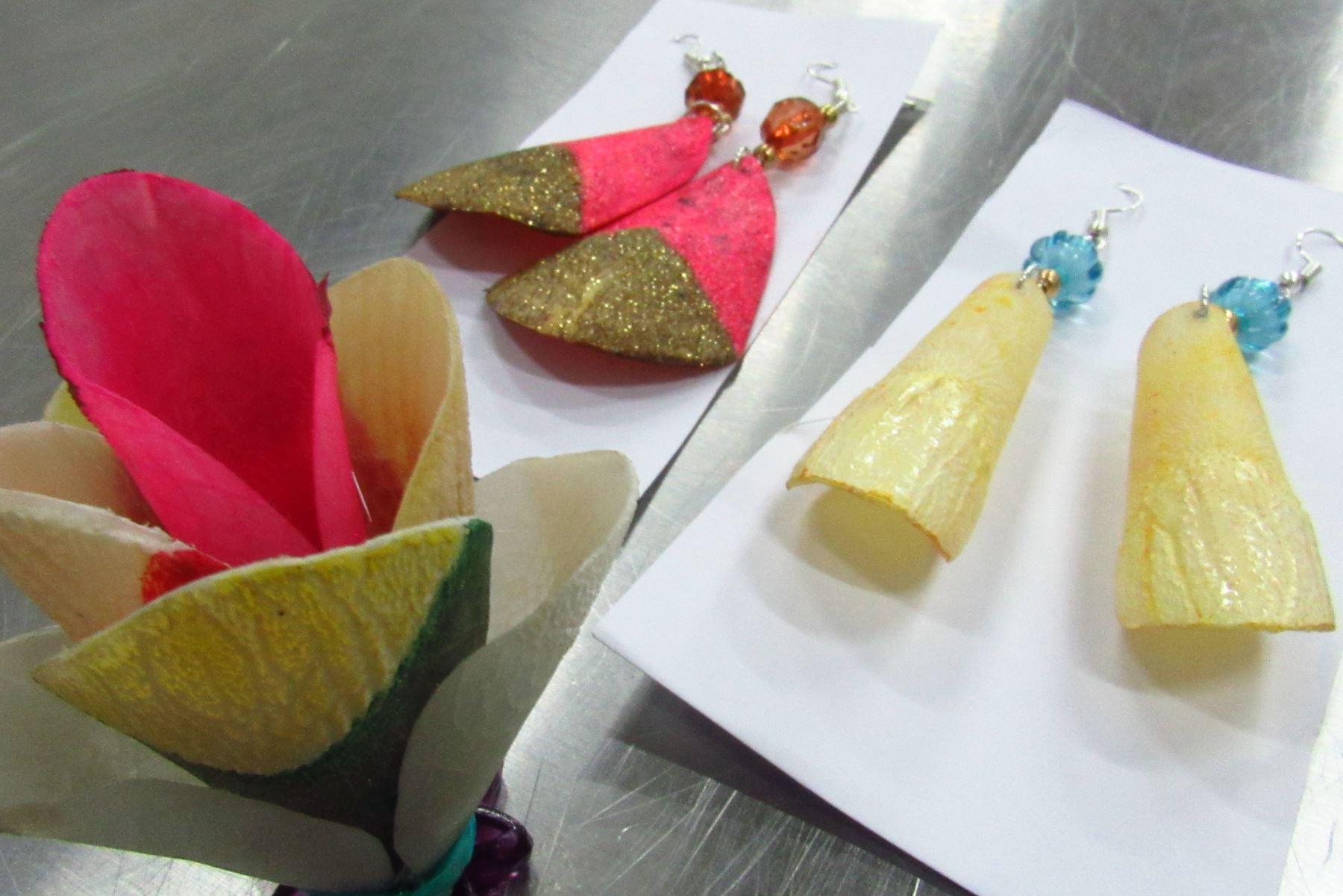 Emprendedores de Ucayali elaboran bisutería a base escama de paiche y otros productos derivados de residuos pesqueros. ANDINA/Difusión