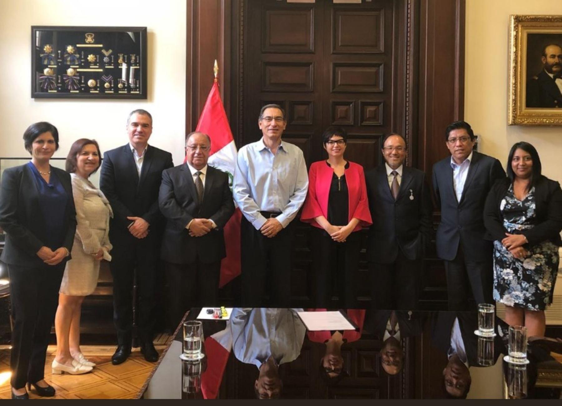 La Comisión de Alto Nivel para la Reforma Política en Palacio de Gobierno.