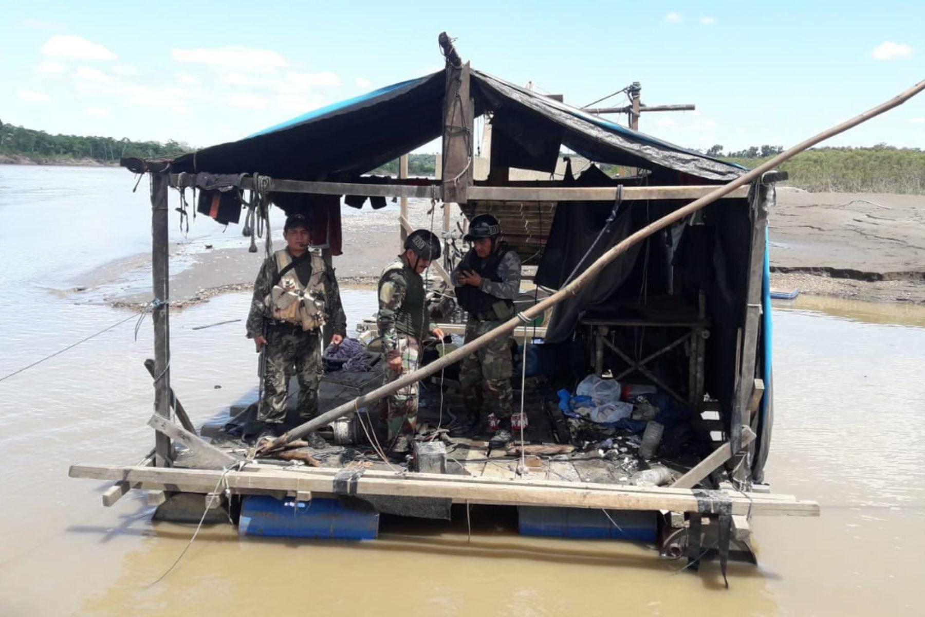 Fuerzas del orden destruyen equipos de la minería ilegal que operaban en Madre de Dios. ANDINA/Difusión