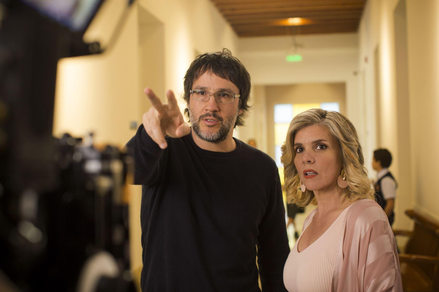 """Escena del rodaje de la cinta nacional """"Intercambiadas""""."""