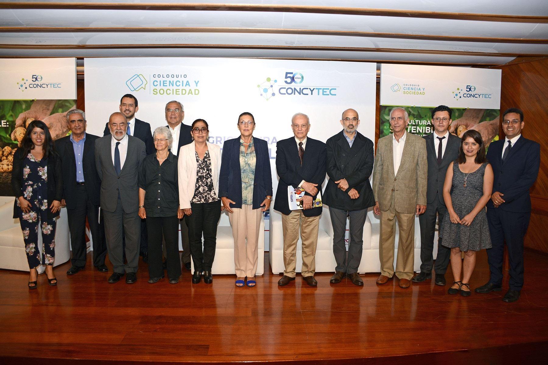 """Presidenta de Concytec, Fabiola León Velarde en coloquio """"Ciencia y Sociedad : Agricultura Sostenible"""" Foto: Difusión"""