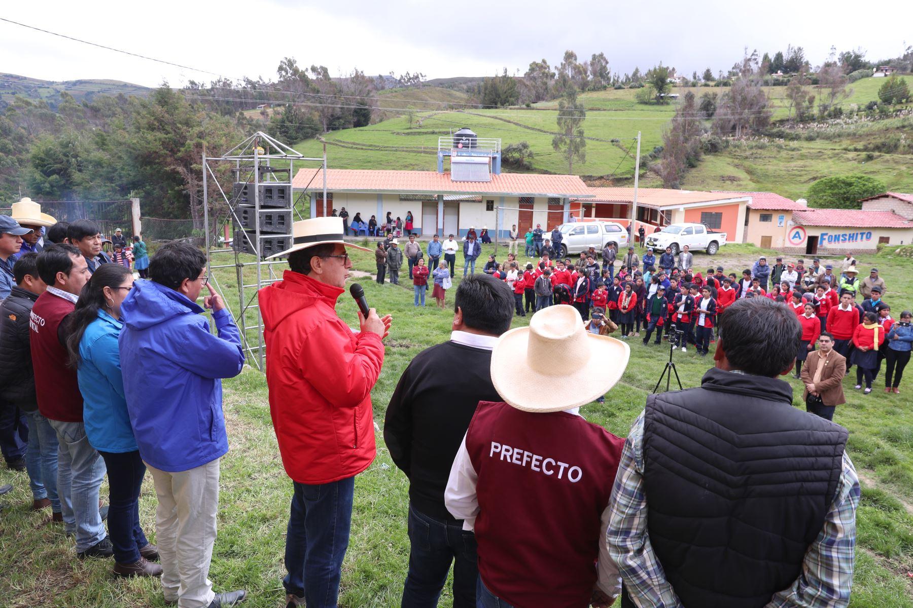 El ministro Francisco Ísmodes dio inicio a las obras de electrificación rural para los 12 centros poblados de la comunidad campesina de Michiquillay, proyecto que permitirá dotar de energía eléctrica continua y confiable a unos 5 mil pobladores.Foto: ANDINA/Minem