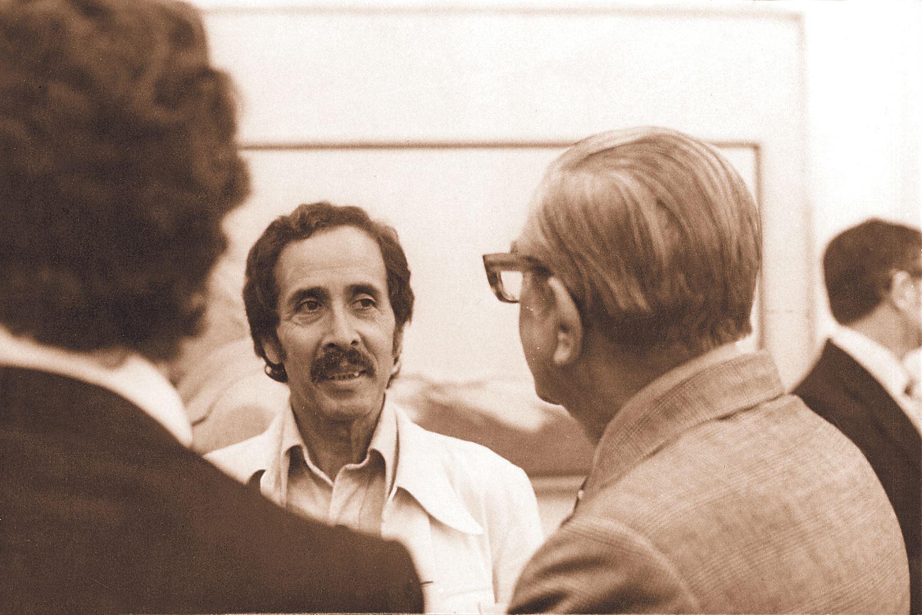 Jorge Eduardo Eielson junto a Javier Sologuren ( izquierda), ambos poetas pertenecen a la llamada Generación del 50. Foto: Archivo el diario El Peruano