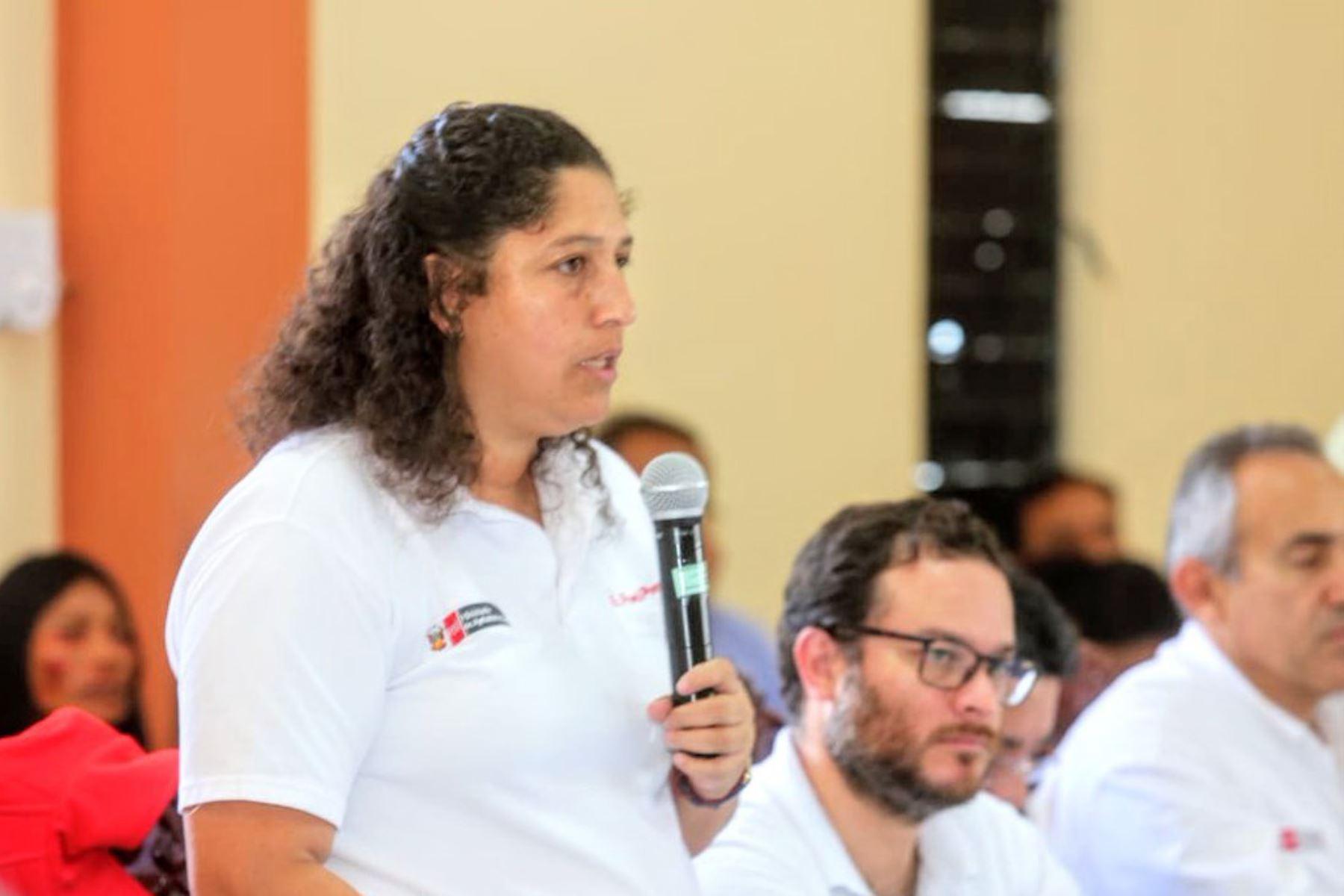 La ministra de Agricultura y Riego, Fabiola Muñoz, anunció una estrategia basada en articular infraestructura y capacidad productiva para impulsar el desarrollo de los pueblos del Valle Río Apurímac, Ene y Mantaro (Vraem), durante su participación en la sesión del Comité de la Mancomunidad Regional de los Andes.