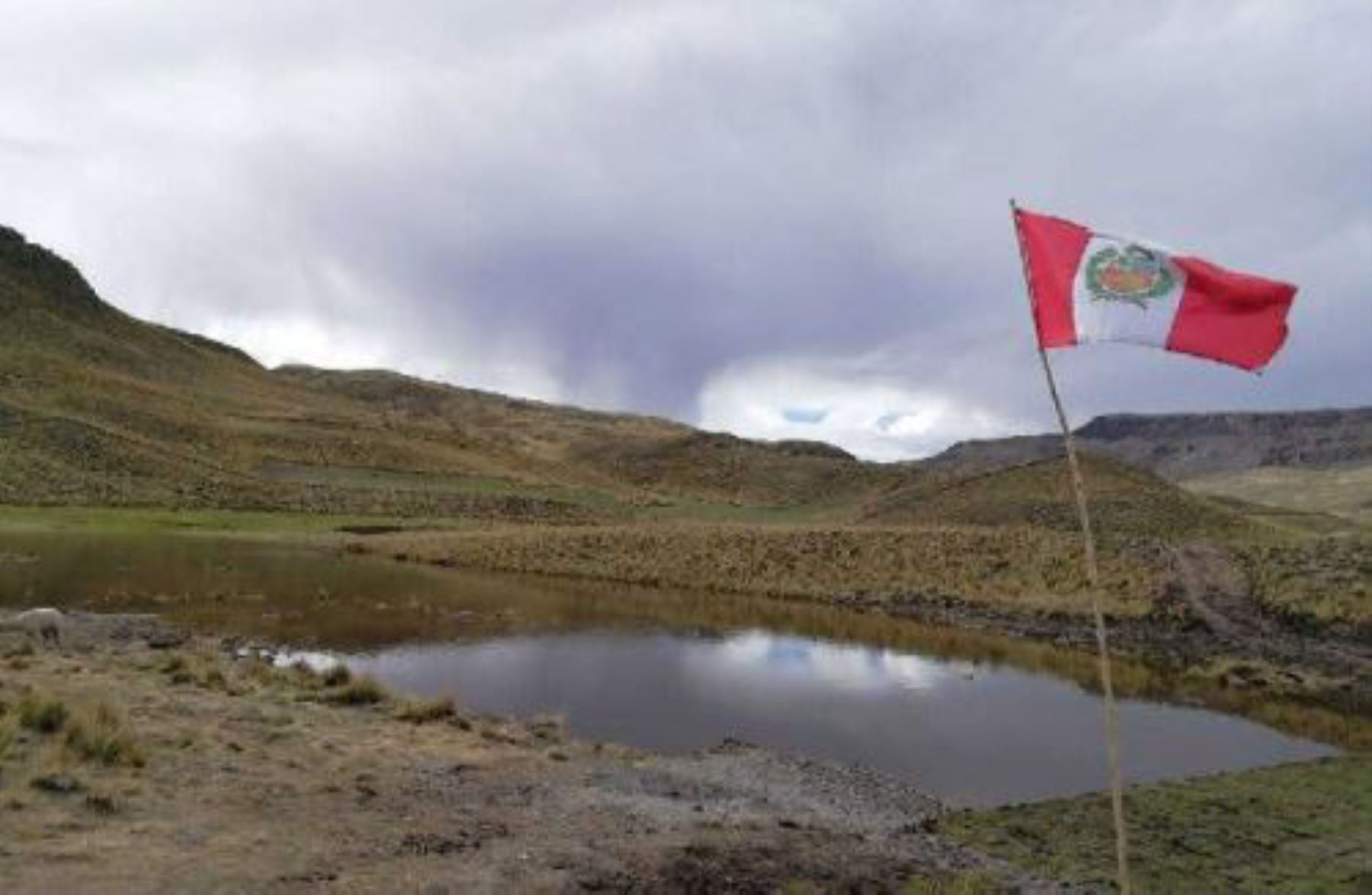 """El Ministerio de Agricultura y Riego (Minagri) construirá 22 """"qochas"""" o reservorios naturales, que demandarán una inversión total de 2 millones 72,724 soles y beneficiarán a 770 familias de pequeños agricultores de las zonas altas de la región Moquegua."""
