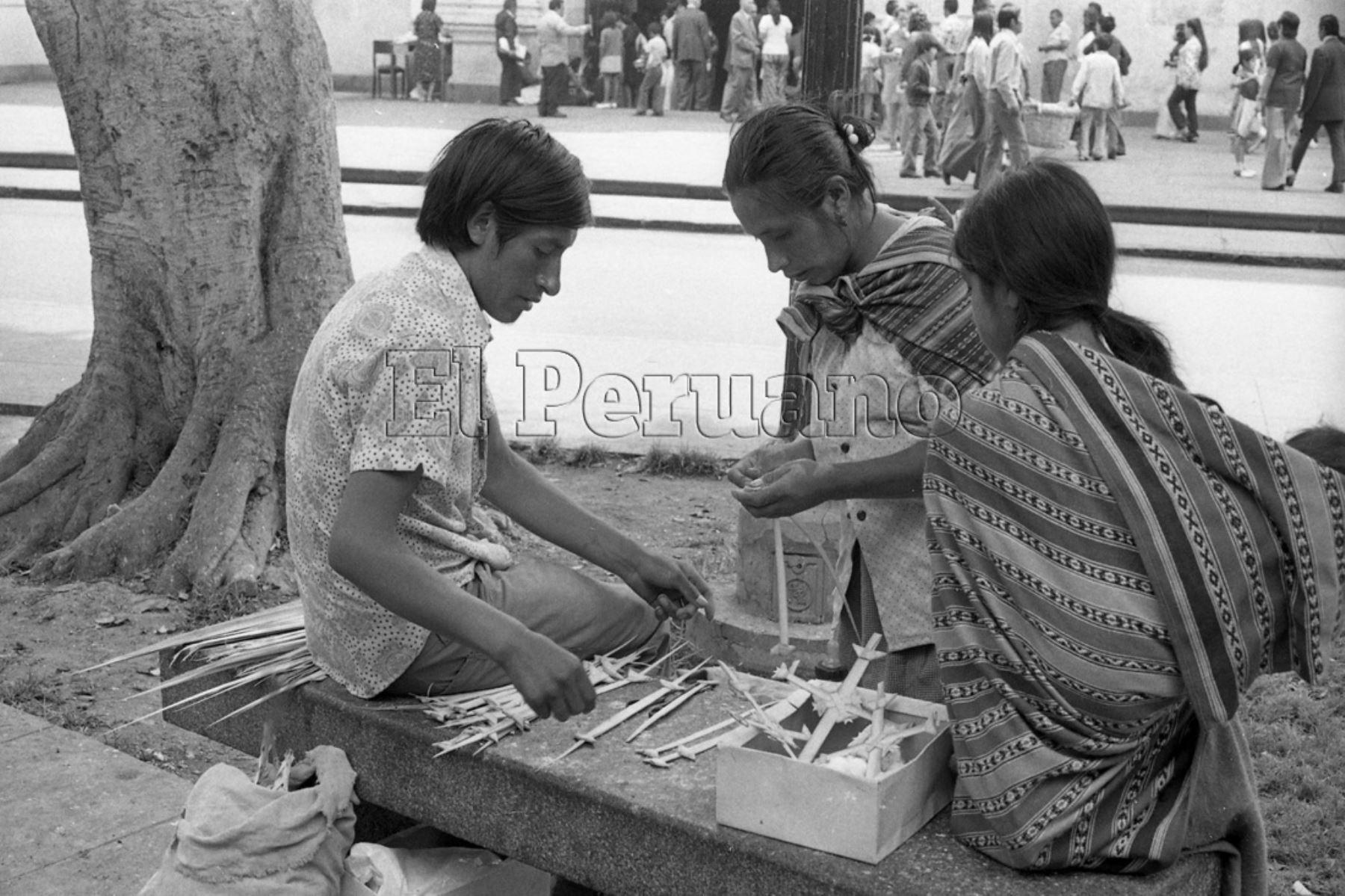 Venta de las palmas de olivo en Lima en los años 80.