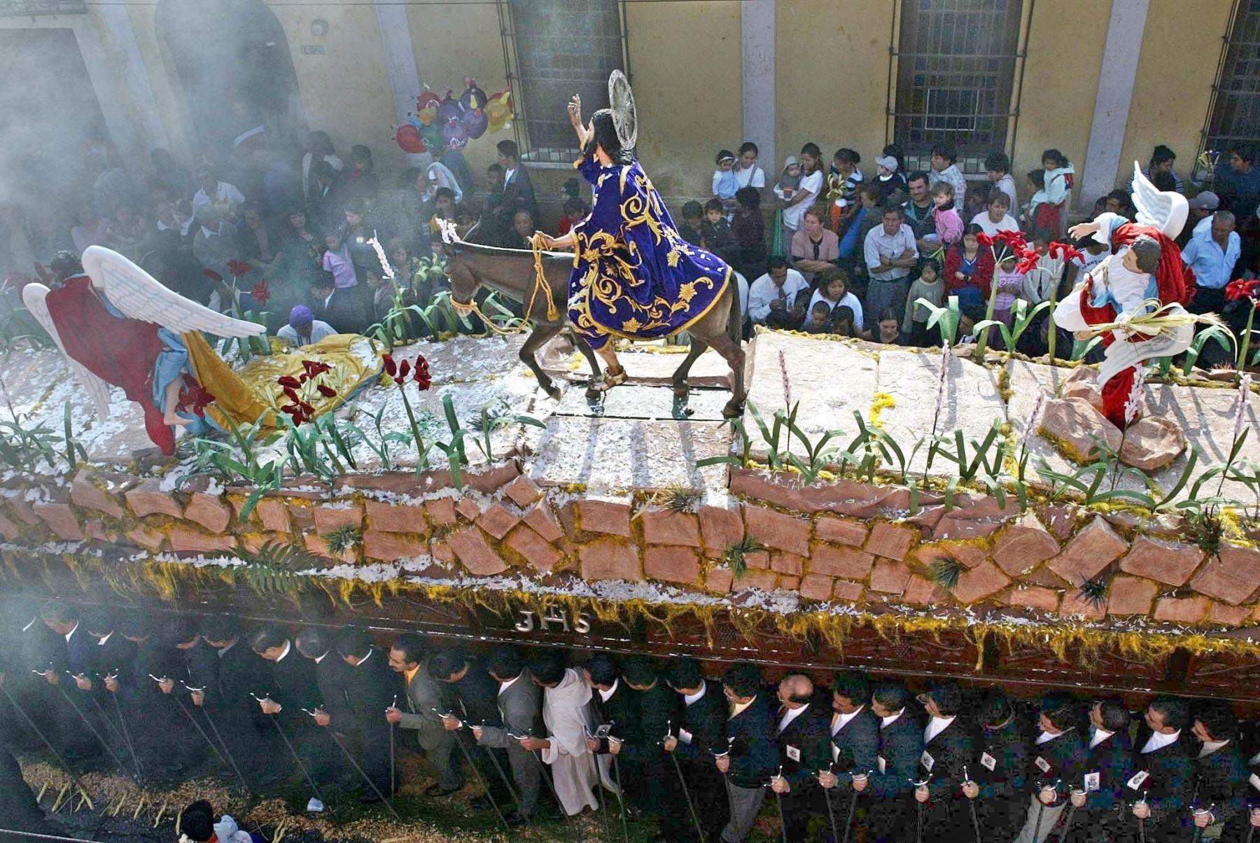 Guatemaltecos participan  en la Ciudad de Guatemala en la Procesión de Jesus de las Palmas, que recuerda la entrada triunfal de Jesús a Jerusalem. Centenares de guatemaltecos participan en la procesión que marca el inicio de la Semana Santa. Foto:AFP